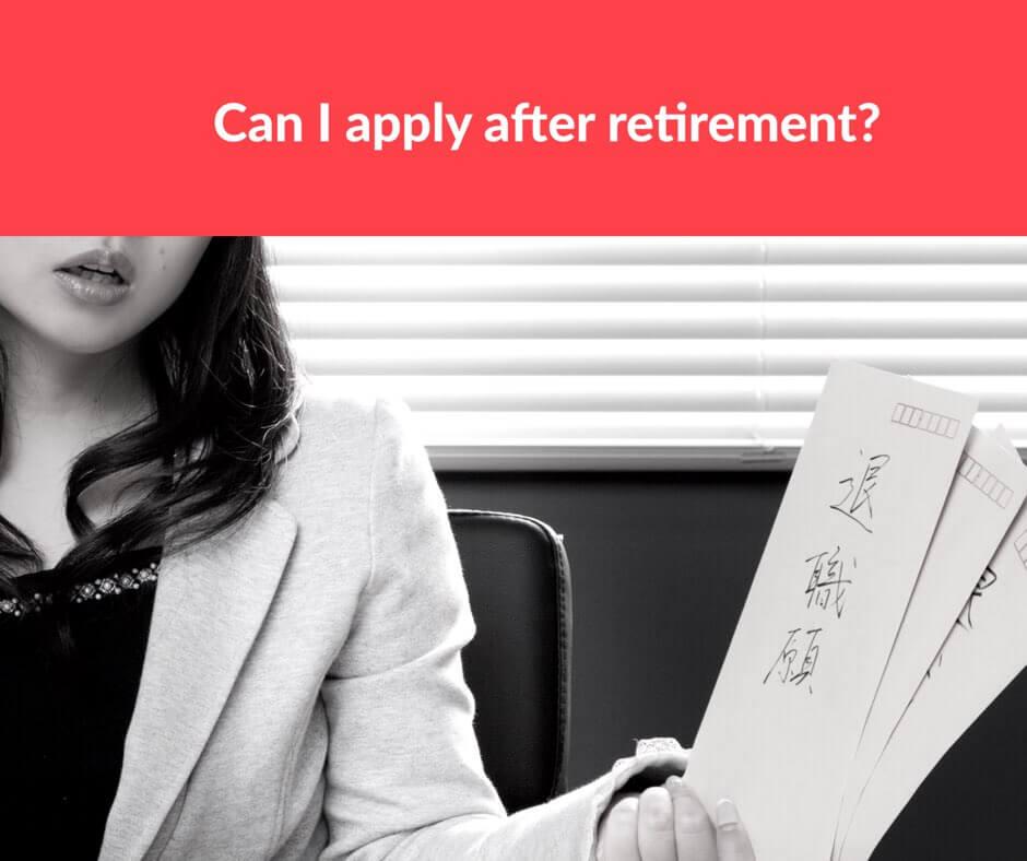 退職届を持つ女性