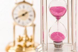 置き時計と砂時