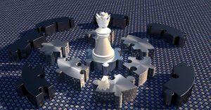 チェスの駒の周囲を囲むパズルのピース